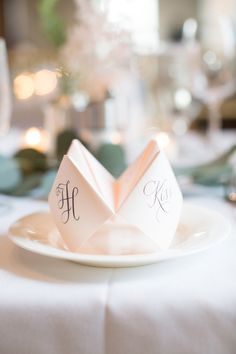 Fortune teller place cards | Photography: Karyn Louise Photography - http://karynlouisephotography.com/