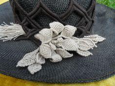 fiore realizzato con filo di lino
