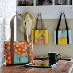 Free sewing pattern to sew a carrier bag for tablet devices, also great for books to bring out during coffee & tea time.