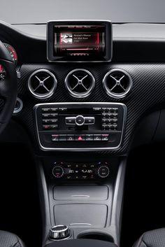 Первые официальные снимки интерьера Mercedes-Benz A-Class 2013–года