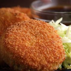 Japanese Ham & Cheese Croquette (Korokke) -- Unless you are cooking for a large group, onlu make a small batch potatoes worth), as the potatoes mixture doesn't keep well and the cooked croquettes are best hot of the fryer. Tasty Videos, Food Videos, Appetizer Recipes, Dessert Recipes, Desserts, Ham And Cheese, Cheese Food, Appetisers, Love Food