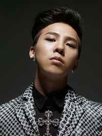 G-Dragon is looking much better without his comb-over