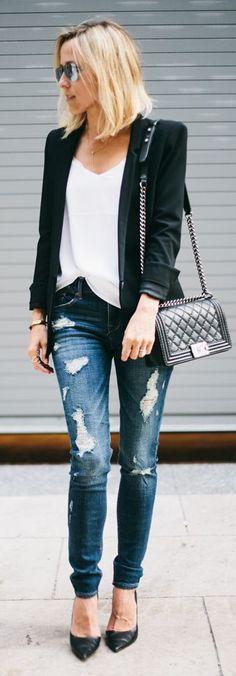 look básico e estiloso jeans, t-shirt e blazer preto