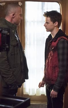 Legends of Tomorrow - 1x12 Dominic Purcell (Mick Rory / Heat Wave) & Mitchell Kummen (Young Mick Rory) HQ