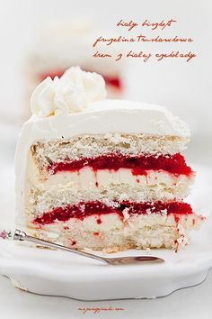 White Strawberry Cake, recipe not in English but the picture gives inspiration to make one up. Baking Recipes, Cake Recipes, Dessert Recipes, Sweet Desserts, Vegan Desserts, Strawberry Cakes, White Strawberry, Torte Cake, Dream Cake