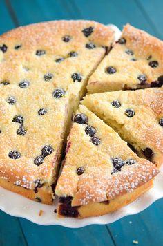 Blueberry and Lemon Sour Cream Cake! Sub WW flour and greek yogurt for sour cream/some butter Blueberry Recipes, Lemon Recipes, Sweet Recipes, Baking Recipes, Cake Recipes, Dessert Recipes, Dessert Ideas, Cake Ideas, Just Desserts