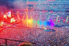 So thankful and at a lost for words at the opportunity to see them in NYC coldplay 💙 Coldplay Concert, Coldplay Art, Chris Martin Coldplay, Concert Stage, Sky Full Of Stars, British Rock, Country Music Singers, Concert Photography, Imagine Dragons