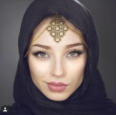 "iiSha on Twitter: ""#HijabisBeLike This bitch called me ugly I said bitch wherrr, she said under all that hijab I said , BITCH WHERR  http://t.co/pPX12GtPL5"""