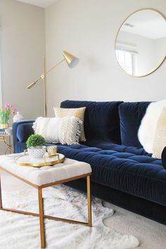 """I am not sure that I realized how much a navy blue velvet sofa would completely. : ""I am not sure that I realized how much a navy blue velvet sofa would completely make a room, but it is a showstopper."" Photo by Eleven Magnolia Lane. Blue Couch Living Room, Navy Living Rooms, New Living Room, Living Room Interior, Blue Living Room Furniture, Living Room Ideas Navy Blue Sofa, Navy And White Living Room, Navy Blue Furniture, Living Room Color Schemes"