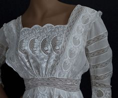 Edwardian Clothing at Vintage Textile: tea dress Edwardian Gowns, Edwardian Clothing, Antique Clothing, Edwardian Fashion, Historical Clothing, Vintage Fashion, Edwardian Style, Vintage Outfits, Vintage Gowns
