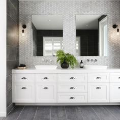 10 Luxe Hamptons Style Bathrooms You Will Love is part of Hampton style bathrooms Creating a HamptonsInspired Bathroom Oasis In the world of interior design, the bathroom has become a central point - Bad Inspiration, Bathroom Inspiration, Bathroom Renos, Bathroom Renovations, Bathroom Ideas, Restroom Ideas, Bathroom Inspo, Budget Bathroom, Washroom
