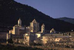 El monasterio de Poblet, en Cataluña, es el prototipo de abadía cisterciense española. Su construcción se debe a Ramón Berenguer IV, conde de Barcelona, que lo entregó a los monjes bernardos de la abadía de Fontfroide en el año 1149. El monasterio vivió su máximo esplendor en el siglo XIV, y fue abandonado en 1835 tras la desamortización de Mendizábal. En 1930 se inició su restauración y en 1940 retornaron los monjes.