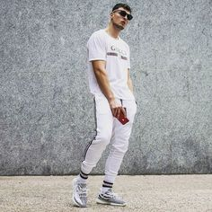 The whiteout #streetwear Streetwear Fashion, Streetwear Brands, High Fashion Outfits, Men's Outfits, Gucci Fashion, Men Fashion, Hypebeast Outfit, Yeezy Outfit, Corporate Fashion