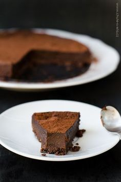 { božský } čokoládový lanýžový koláč Mini Cheesecakes, Dessert Recipes, Desserts, Going Vegan, Cake Cookies, Chocolate Cake, Sweet Recipes, Food And Drink, Yummy Food