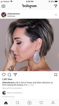 Frisuren Cabelo White Contact Lenses: To Sport That Crazy And Unique Look Now a days there exists a Short Hair With Layers, Short Hair Cuts, Pixie Haircut, Great Hair, Hair Today, Hair Dos, Bob Hairstyles, Hair Trends, Hair Inspiration