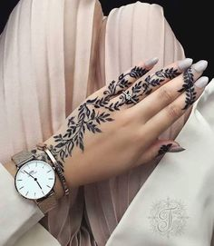 Astonishing and Staggering Mehndi designs for Women Henna Tattoo Designs Simple, Finger Henna Designs, Eid Mehndi Designs, Simple Henna, Mehndi Designs For Hands, Henna Tattoo Hand, Henna Mehndi, Henna Art, Mehendi