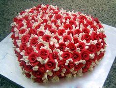 Valentine cake. LOVE this one.. My hubby LOVES Cakes...