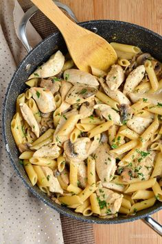 Slimming Eats Syn Free Creamy Chicken and Mushroom Pasta - gluten free, Slimming World and Weight Watchers friendly Slimming World Pasta, Slimming World Dinners, Slimming World Chicken Recipes, Slimming World Recipes Syn Free, Slimming Eats, Slimming Word, Pasta Recipes, Beef Recipes, Cooking Recipes