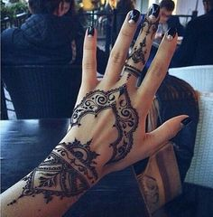 25 best hand henna patterns and hand henna ideas for 2018 – STYLEATEAZE.COM - Mehndi Design's - Henna Designs Hand Mehndi Designs, Henna Tattoo Designs, Henna Tattoos, 16 Tattoo, Neue Tattoos, Mehndi Tattoo, Body Art Tattoos, Tattoo Neck, Star Tattoos