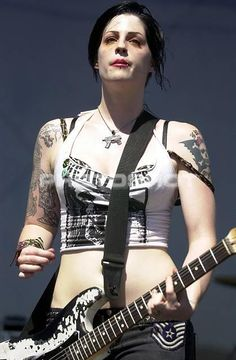 Female Guitarist, Female Singers, Chicas Punk Rock, Brody Dalle, The Distillers, Chica Punk, Punk Rock Girls, Women Of Rock, Rocker Girl