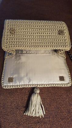 Marvelous Crochet A Shell Stitch Purse Bag Ideas. Wonderful Crochet A Shell Stitch Purse Bag Ideas. Crochet Clutch Bags, Crochet Wallet, Crochet Handbags, Crochet Purses, Crochet Bags, Mode Crochet, Crochet Shell Stitch, Crochet Stitches, Knit Crochet