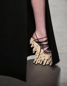 Winde Rienstra show, Amsterdam Fashion Week Creative Shoes, Unique Shoes, Weird Fashion, Fashion Shoes, Funny Shoes, Weird Shoes, Crazy Heels, Amsterdam Fashion, Shoe Show