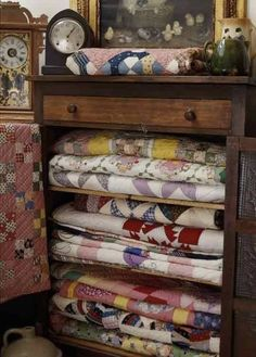 Create a kaleidoscope of color by stacking vintage quilts in an antique dresser with its drawers removed. If quilts look dingy from age or long storage, refresh them with Mama's Miracle Linen Soak, which removes old stains without damaging the fibers. Quilting Tutorials, Quilting Tips, Quilting Projects, Antique Quilts, Vintage Quilts, Primitive Quilts, Amische Quilts, Cotton Quilts, Quilt Storage