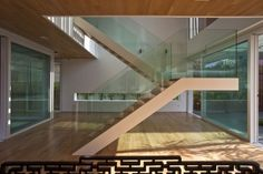 escalier demi tournant avec palier et garde-corps en verre