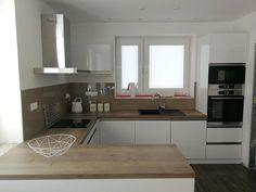 Kuchyně Kitchen Room Design, Modern Kitchen Design, Kitchen Interior, Kitchen Furniture, Furniture Design, Modern Windows, Home Kitchens, Sweet Home, Kitchen Cabinets