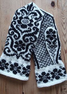 Fingerless Mittens, Knit Mittens, Knitted Gloves, Knitting Socks, Hand Knitting, Knitting Charts, Knitting Stitches, Knitting Designs, Knitting Projects