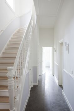 white stairs in townhouse [from late 19 century?] in the hague, holland; pics via remy meijers Interior Stairs, Interior And Exterior, Stairs To Heaven, White Stairs, Painted Stairs, House Stairs, Home Reno, White Houses, Victorian Homes