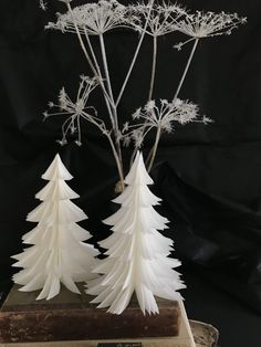 Diy Snowflake Decorations, Christmas Decorations, Diy Paper, Paper Crafts, Snow Flakes Diy, Mirror Wall Art, Printable Wall Art, Diy And Crafts, Christmas Crafts