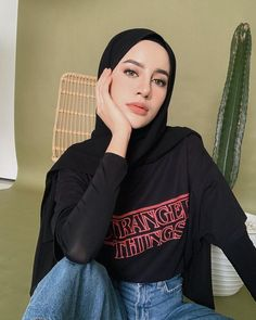 Image may contain: 1 person, sitting Source by outfits hijab Hijab Casual, Modest Fashion Hijab, Modern Hijab Fashion, Street Hijab Fashion, Hijab Fashion Inspiration, Hijab Chic, Muslim Fashion, Look Fashion, Casual Outfits