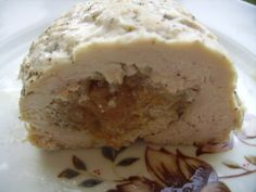 Куриный рулет с яблочной начинкой http://poleznogotovim.ru/kuriny-j-rulet-s-yablochnoj-nachinkoj/
