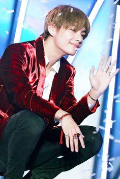V - BTS added a new photo. Daegu, Bts Boys, Bts Bangtan Boy, Foto Bts, K Pop, Bts Twt, V Bts Wallpaper, Kim Taehyung, Billboard Music Awards