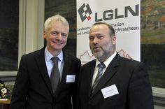 Ingo Wiesner, neuer Leiter des LGLN (links) mit Bernd Häusler vom Niedersächsischen Ministerium für Inneres und Sport.