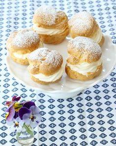 Waleskringle - krem.no Pavlova, Hamburger, Bread, Desserts, Food, Meal, Hamburgers, Deserts, Essen