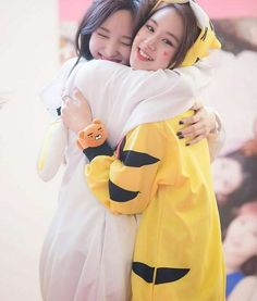 Nayeon and Chaeyoung so cute!