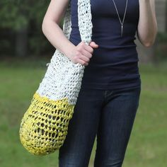 A tutorial on making recycled yarn from old shopping bags. Perfect for knitting or crocheting heavy-duty projects, like this shoulder bag!