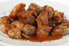 """""""Conill amb Cargols"""". Conejo con caracoles, es un plato extendido por todo el país, es un plato que se puede degustar con muchas variables, con setas, con alubias, con guisantes etc.. Puede sorprender a personas que desconocen tanto al conejo como al caracol como producto alimenticio por ser de países que no los tienen en su cadena alimenticia. Para nosotros es una exquisitez !!!. * En Restaurant  """"CAL PETER"""" - La Pezzeria - Tarragona - España."""