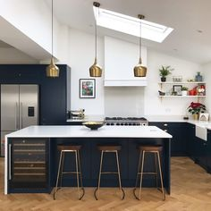 Move over all other kitchens because this is one stylish space. It's all down to our brass Foundry pendant lights, OBVIOUSLY! Open Plan Kitchen Dining Living, Living Room Kitchen, New Kitchen, Gally Kitchen, Brass Kitchen, Kitchen Stools, Metal Bar Stools, Interior Design Kitchen, Home Kitchens