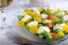 Салат с форелью и апельсиновым желе  Интересное сочетание форели, авокадо и апельсинового желе с необычным соусом. Попробуйте новый салат! Он дополнит обеденный стол или станет хорошей закуской перед основным блюдом. #готовимдома #едимдома #кулинария #домашняяеда #салат #закуска #форель #апельсиновоежеле #соус #вкусно #обед