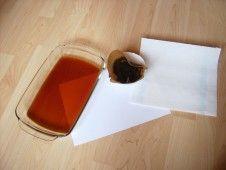 Schatzkarte mit weißem Papier und kaltem Kaffee basteln.