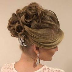 23 Ideas hairstyles prom tutorial curls for 2019 Elegant Hairstyles, Wedding Hairstyles, Headband Hairstyles, Braided Hairstyles, Long Hair Designs, Beauty Hair Extensions, Hairdo Wedding, Ombre Hair Color, Medium Hair Cuts