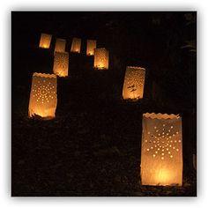 Candle lanterns lighting up a pathway (con sacchetti di carta bucherellati)