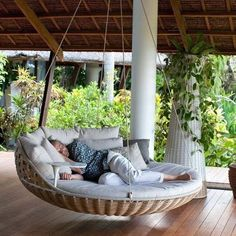 Perfect front porch swing. I would love to have this. Then I could enjoy being outside with my family!