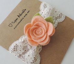 He encontrado este interesante anuncio de Etsy en https://www.etsy.com/es/listing/199694628/lace-headband-in-peach-baby-girl