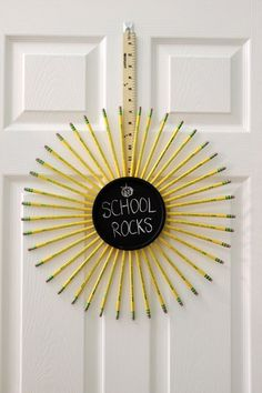 Make a wreath with pencils, a chalkboard and a yard stick to decorate for back to school or to give as a teacher-appreciation gift. Teacher Wreaths, School Wreaths, Teacher Appreciation Gifts, Teacher Gifts, Pencil Wreath, Pencil Crafts, Teacher Doors, Dyi Crafts, Paper Crafts
