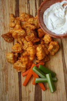 This buffalo cauliflower bites recipe is one of the best buffalo recipes. Serve this easy and healthy buffalo style cauliflower with nonfat Greek yogurt. Buffalo Cauliflower Bites, Cauliflower Recipes, Veggie Recipes, Gluten Free Recipes, Appetizer Recipes, Cooking Recipes, Healthy Recipes, Appetizers, Veggie Food