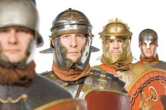 La evolución del casco romano: https://www.academia.edu/12306529/Helmet_The_Encyclopedia_of_the_Roman_Army_